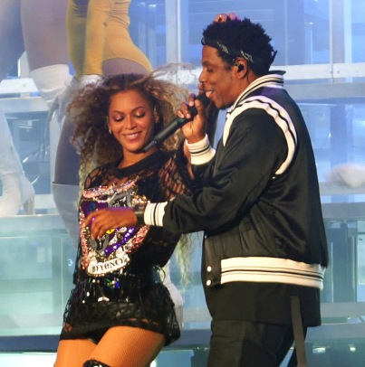 Beyonce runs her fingers through Jay-Z's new hairdo as he makes a surprise appearance at 2018 Coachella Music Festival in Indio, CA Pictured: Beyonce, Jay-Z Ref: SPL1683055 150418 Picture by: BeyZ/Splash News Splash News and Pictures Los Angeles:310-821-2666 New York:212-619-2666 London:870-934-2666 photodesk@splashnews.com